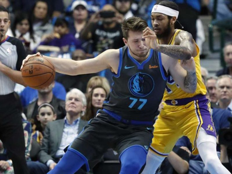 Lakers edhe pa Jamesin triumfon kundër Mavericks