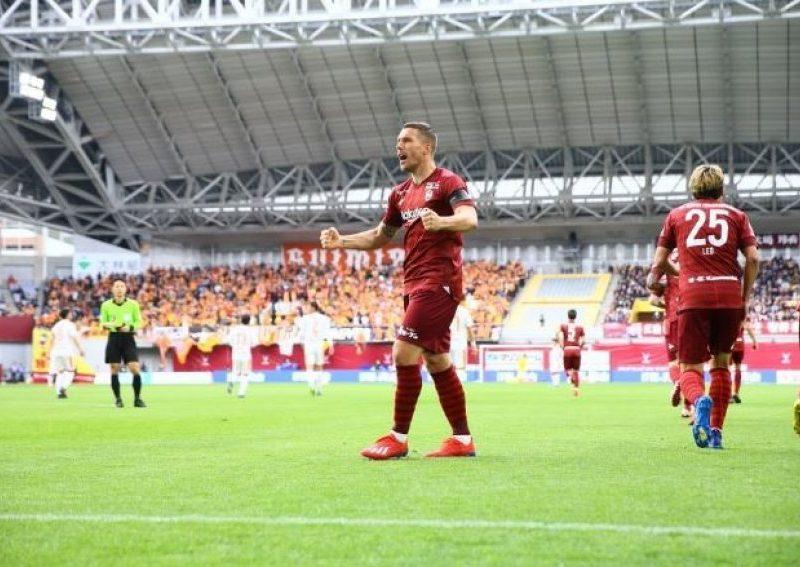 Podolski zhbllokohet falë magjikut Iniesta, feston si japonez