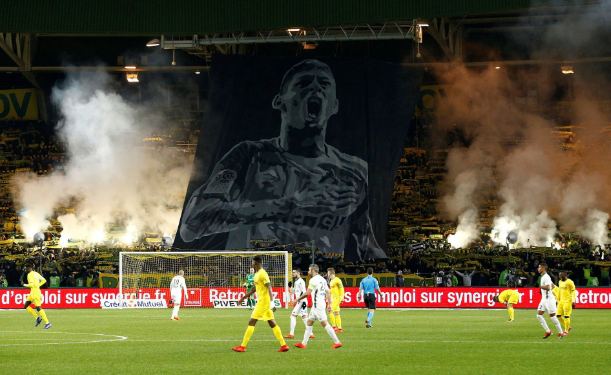 Tifozët e nderuan Emiliano Sala me koreografi, komisioni disiplinor i Ligue 1 dënon klubin!