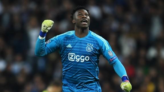 Portieri i Ajaxit, porosi Ramosit: Tash e tutje do të mendosh dy herë!