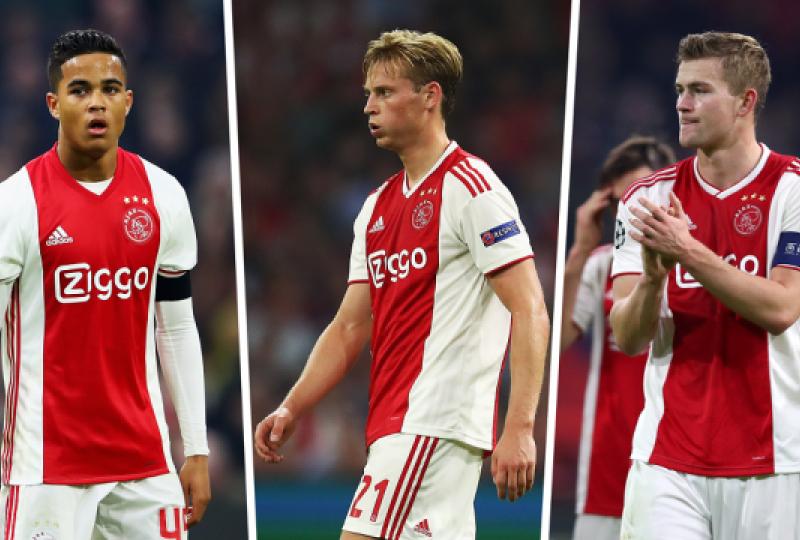 """Drejtori i Ajaxit zbulon mënyrën se si i motivoi lojtarët    30 prill 2019 – 13:04 Drejtori i Ajaxit zbulon mënyrën se si i motivoi lojtarët Klubi holandez e eliminoi Real Madridin dhe Juventusin në rrugën drejt gjysmëfinaleve të Ligës së Kampionëve. Drejtori ekzekutiv i klubit ka treguar se këtë gjë e ka arritur duke i mbajtur yjet në skuadër.  Ish-portieri legjendar i Manchester Unitedit, tani drejtor i Ajaxit, Edwin van der Sar, thotë se gjashtë nga yjet e talentuar të skuadrës ishin ftuar në një takim gjatë verës, ku u inkurajuan që të vazhdojnë të qëndrojnë te klubi holandez.  Andre Onana, Matthijs de Ligt, Donny van de Beek, Frenkie de Jong, Justin Kluivert, Kasper Dolberg dhe David Neres e kishin shikuar një video ku ata krahasoheshin me legjendat e Ajaxit që kishin luajtur në pozitat e tyre.   Van der Sari dhe drejtori sportiv i klubit, Marc Overmars, e organizuan këtë takim dhe vetëm Kluiverti – i cili shkoi në Romë vitin e kaluar – u largua nga klubi.  """"Ne u thamë: """"Nëse doni të jeni legjenda në Ajax, duhet të fitoni diçka të madhe"""". Në sytë e mi, kjo ishte me të vërtetë motivuese"""", ka zbuluar Van Der Sari për The Guardian.   """"Ata kishin besim te klubi. Ne kishim nevojë që të flisnim me lojtarët më të rinj: """"Na prisni, na besoni. Ne do të sigurohemi që ta kemi një skuadër që do të i sfidojë të tjerat"""". Kjo gjë e nxiti mrekullinë te ne"""".  """"Gjatë 20 vjetëve të fundit, shumë gjëra kanë ndryshuar në botën e futbollit, veçanërisht në aspektin komercial. Shumë klube e kanë humbur perspektivën e asaj që futbolli është. Për ne, ën Ajax, gjithçka ka të bëjë me futbollin"""".  (Kosova Sot)  gazeta Kosovare lojtaret Drejtori ajax"""