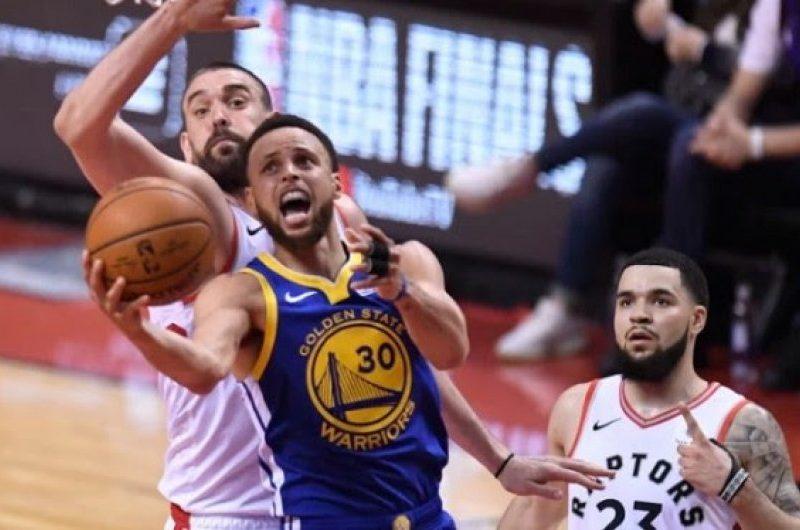 Warriors triumfojnë ndaj Raptors dhe barazojnë serinë finale në NBA